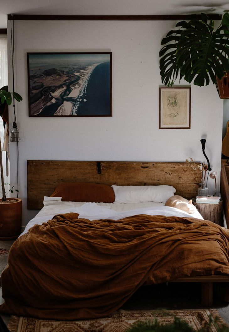 Linen duvet cover and linen pillow slips in tobacco by IN BED